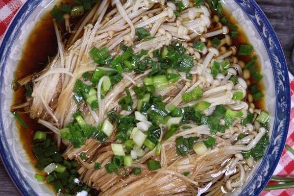 Chinese salad: enoki mushrooms with scallion oil