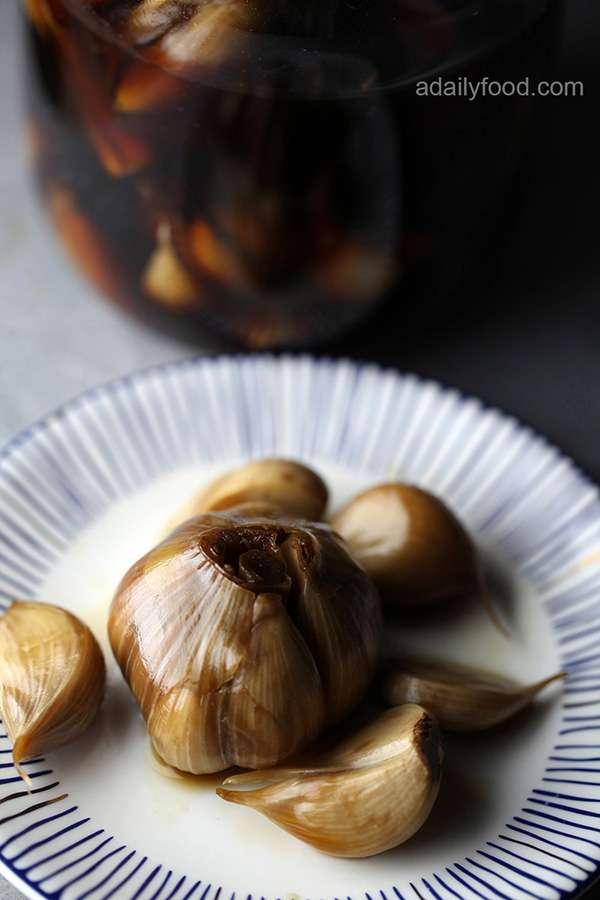Pickled Garlic(Garlic in Sugar and Vinegar)