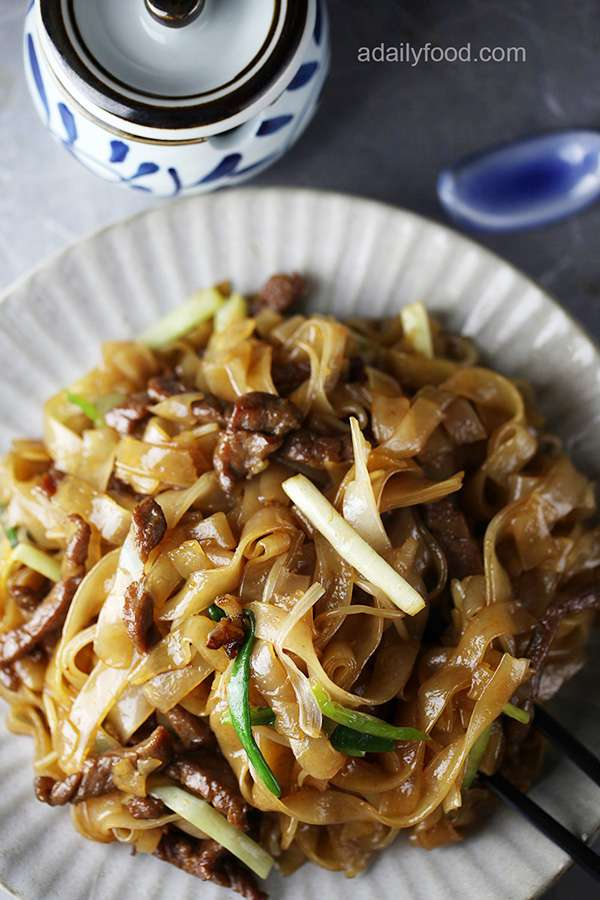 Beef Stir-fried with Rice Noodles( Beef Chow Fun)